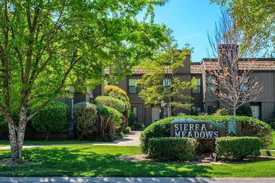 Sacramento County Condo For Sale: 2274 Sierra Boulevard