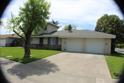 Sacramento County Multi Family Home For Sale: 5932 Lake Crest Way