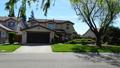 Sacramento County Single Family Home For Sale: 4317 Narraganset Way