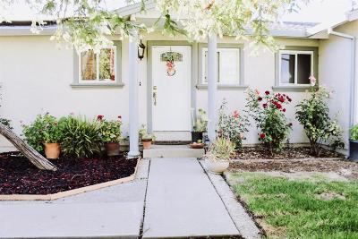 Galt Single Family Home For Sale: 444 Sunset Drive