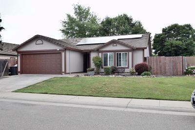 Galt Single Family Home For Sale: 122 Michelle Court