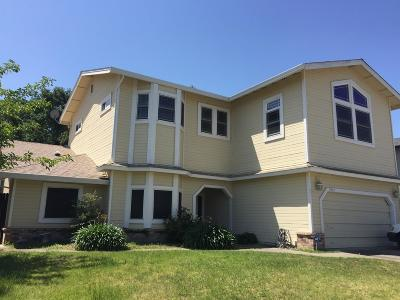 Elk Grove Single Family Home For Sale: 5912 Laguna Villa Way