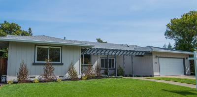 Sacramento Single Family Home For Sale: 2707 Latham Drive