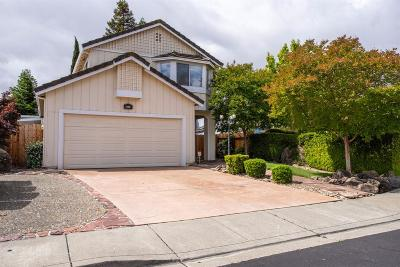 Vacaville Single Family Home For Sale: 106 Robin Court