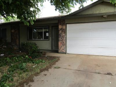 Sacramento Single Family Home For Sale: 3905 Smithfield Way