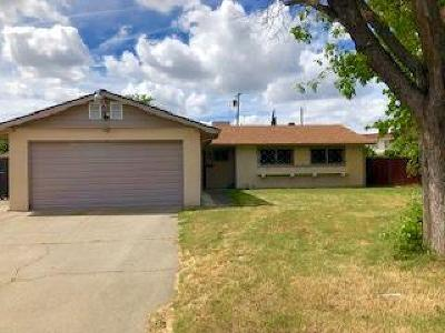 Sacramento Single Family Home For Sale: 6813 Peck Drive
