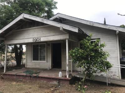 Sacramento Single Family Home For Sale: 3201 22nd Avenue