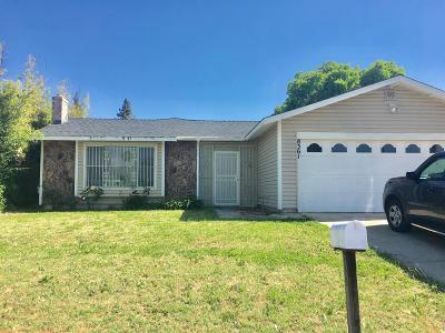 Sacramento County Single Family Home For Sale: 8361 Newfield Circle