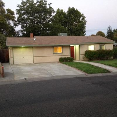 Sacramento Single Family Home For Sale: 924 Singingwood Road