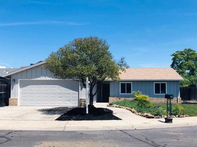 Oakdale Single Family Home For Sale: 213 Brett Avenue