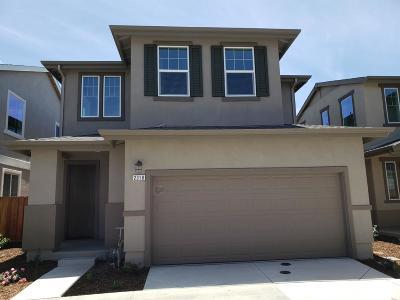 Sacramento Single Family Home For Sale: 2318 Spitfire Way
