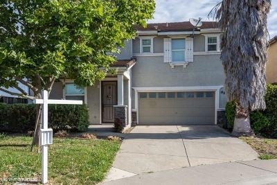 Elk Grove Single Family Home For Sale: 28 Sharlo Court