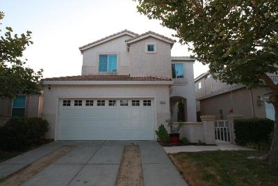 Elk Grove Single Family Home For Sale: 9082 Trumbauer Way
