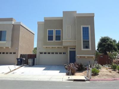Sacramento Single Family Home For Sale: 3720 Immaculata Street