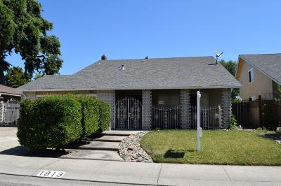 Single Family Home For Sale: 1813 Chaparral Way