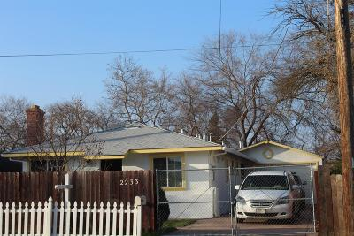 Sacramento Single Family Home For Sale: 2233 Edison Avenue