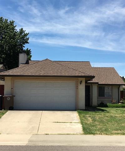 Elk Grove Single Family Home For Sale: 7908 Bonny Downs Way