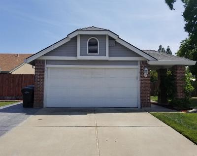 Sacramento Single Family Home For Sale: 8104 Cardale Way