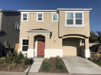 Sacramento Single Family Home For Sale: 740 Ashwick Loop