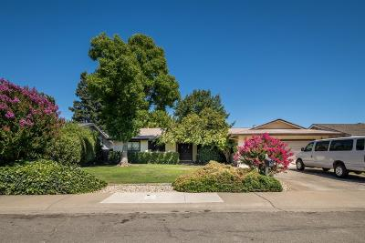 Sacramento Single Family Home For Sale: 6 Manteca Court