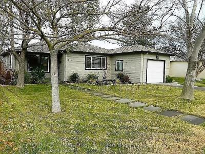 Lodi Single Family Home Contingent: 613 Rimby Avenue