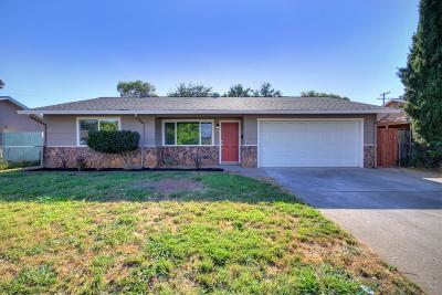 Rancho Cordova Single Family Home Pending Sale: 3014 La Rue Way