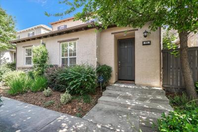 Roseville Single Family Home Contingent: 225 Chambord Way #225