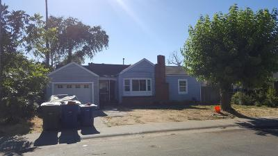 Sacramento Single Family Home For Sale: 3709 Dayton Street