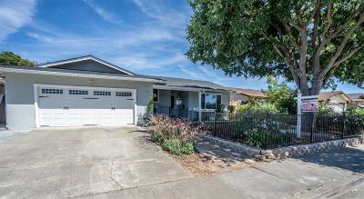 Union City Single Family Home For Sale: 2465 Almaden Boulevard
