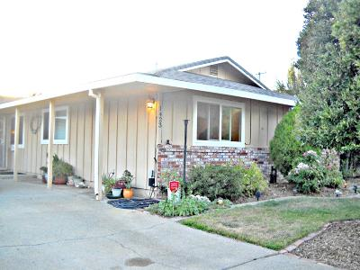 Roseville Single Family Home For Sale: 1423 Gregory Way