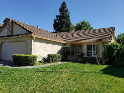 Sacramento CA Single Family Home For Sale: $320,000