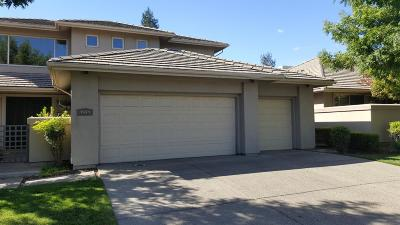Elk Grove Single Family Home For Sale: 4944 Golf Course Circle