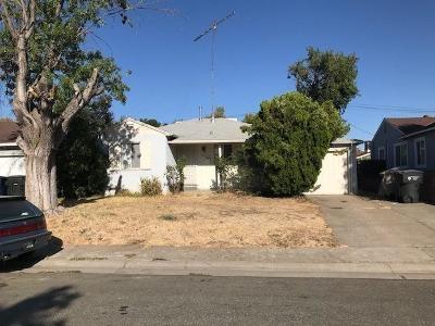Sacramento Single Family Home For Sale: 5637 Bradd Way