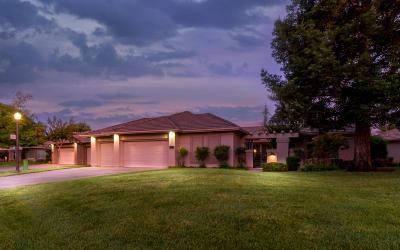 Sacramento County Single Family Home For Sale: 4900 Golf Course Circle