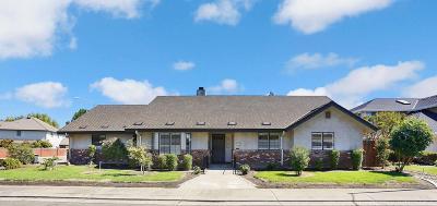 Lodi Single Family Home For Sale: 900 Interlaken Drive
