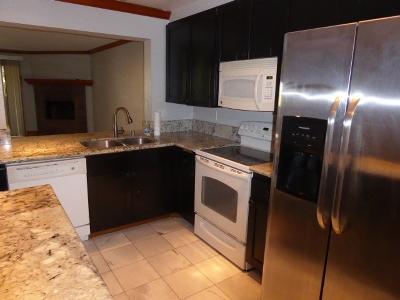 La Jolla Attached For Sale: 8880 Villa La Jolla Drive #206
