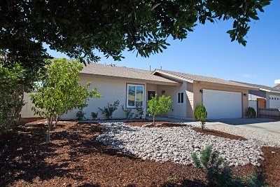 Oceanside Single Family Home For Sale: 749 Sherwood Drive