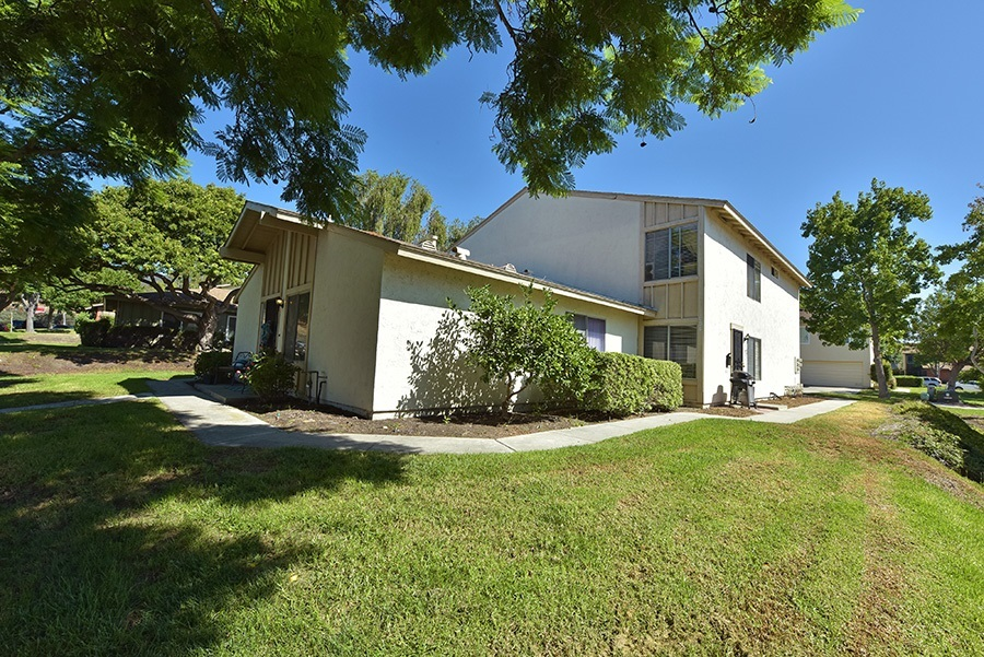 2 bed / 1 bath Attached in San Diego for $299,900