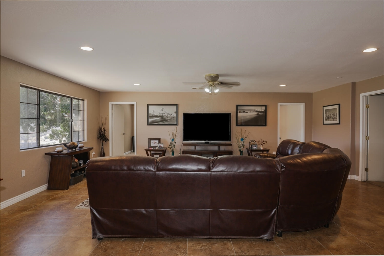 Living Room El Cajon 1365 Willson Rd Ca Mls 170048368 Richard White