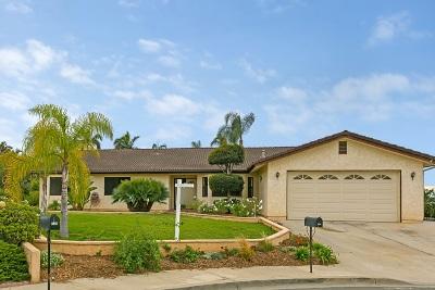 Vista Single Family Home For Sale: 226 Hawthorne Circle