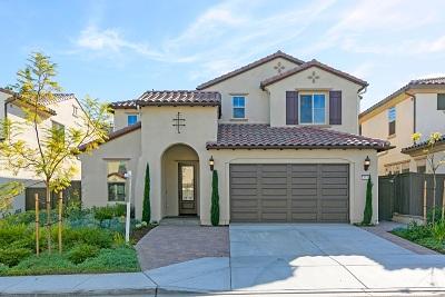 Vista Single Family Home For Sale: 443 Machado Way
