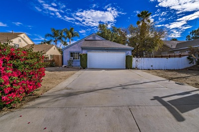 Single Family Home For Sale: 448 Shady Glen Dr