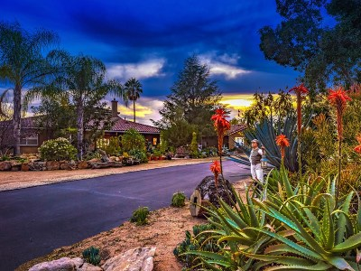 Valley Center Single Family Home Contingent: 26198 Oak Trail Road