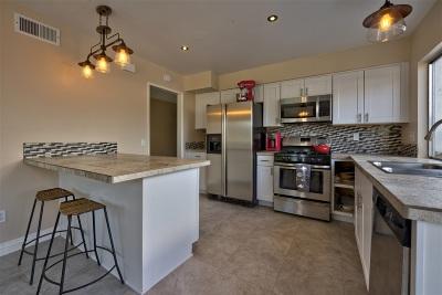 Vista Single Family Home For Sale: Lynnette Circle