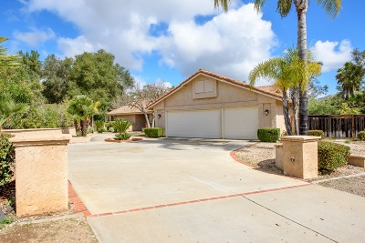Poway Single Family Home For Sale: 13960 Lake Poway Rd