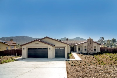 Poway Single Family Home For Sale: 15247 La Manda Drive