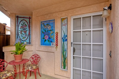 Vista Single Family Home For Sale: 2458 Links Way