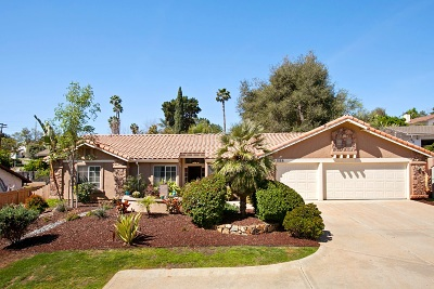Escondido Single Family Home For Sale: 558 Bear Valley Pkwy