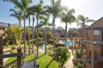 Carlsbad Townhouse For Sale: 4008 Layang Layang Cir #E