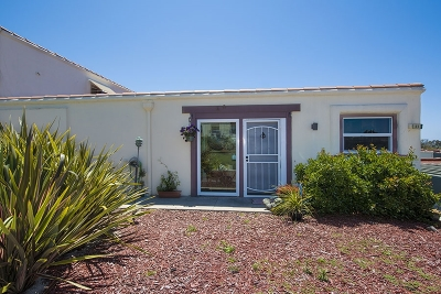 Oceanside Townhouse For Sale: 3621 Vista Campana S #83